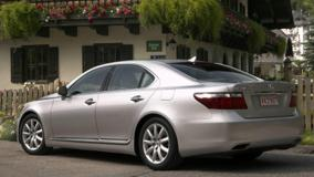 Lexus LS 460 Side Pose In Silver